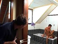 Guy voyeur oral in bath
