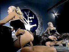Porn adventure with two blond sluts in night club